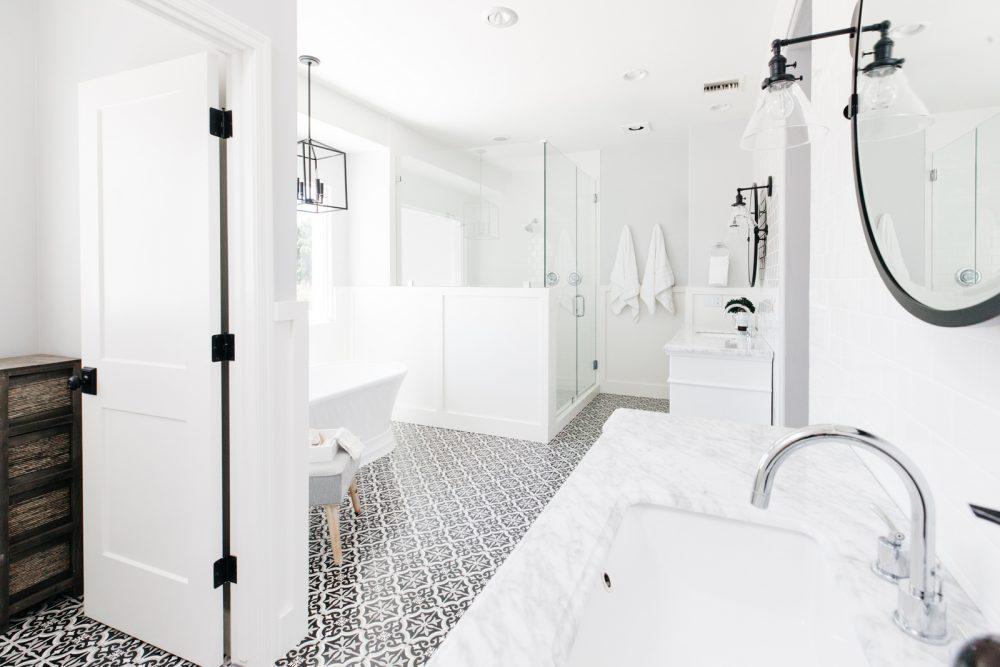 45 Master Bathroom Ideas 2019 (That Will Awe You) 26