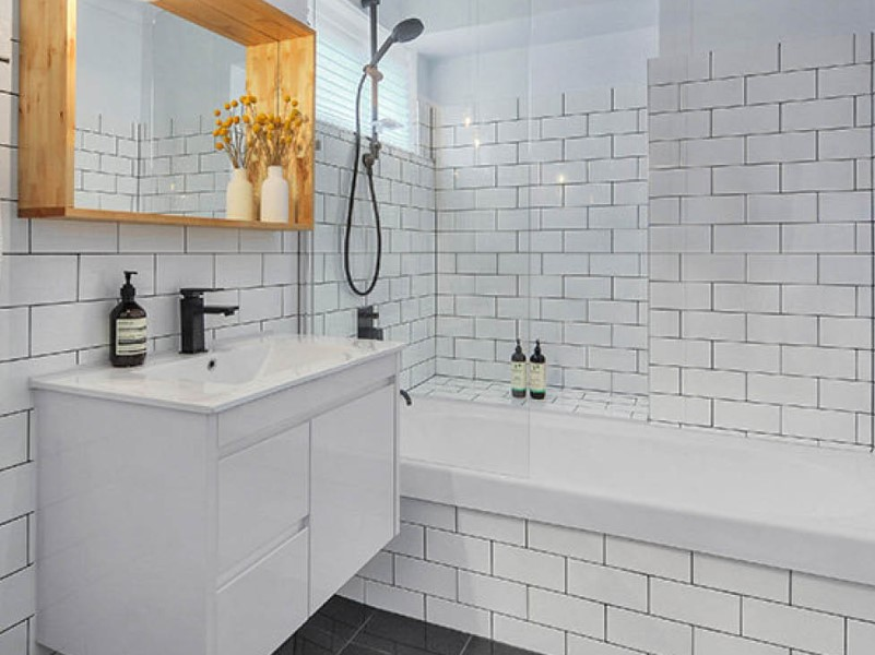 15 White Bathroom Ideas 2020 (Simple yet Elegant) 10
