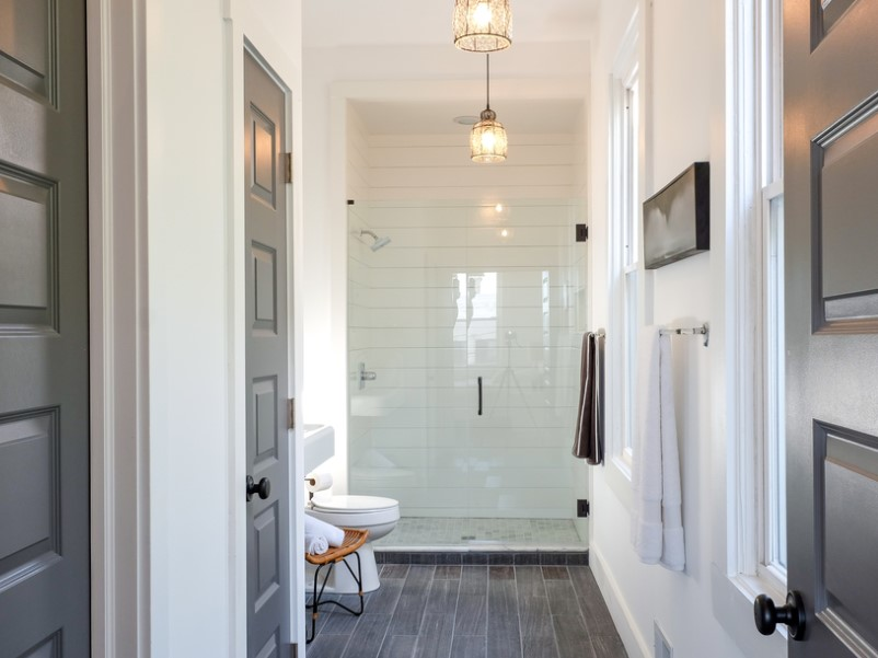 15 White Bathroom Ideas 2020 (Simple yet Elegant) 12