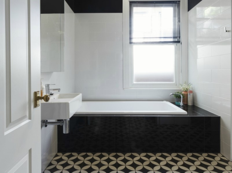 15 White Bathroom Ideas 2020 (Simple yet Elegant) 3